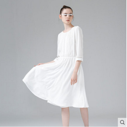 初语2018夏季新款文艺压褶中袖连衣裙女白色中长裙